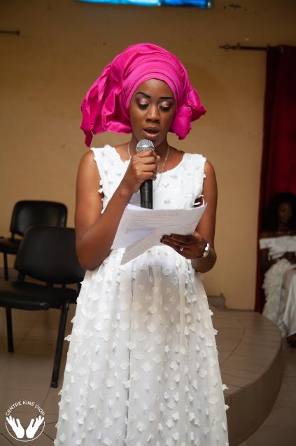 Salla Diallo,  participante l'année dernière et un assistant du centre Kiné Diop a animé la cérémonie .